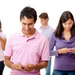 Contribuyentes pueden conectarse con el IRS en su teléfono